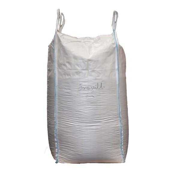 En Big Bag med træpillesmuld til hestestrøelse ca. 800-900 kg