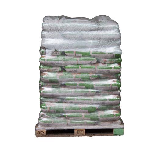 En palle med svenske træpiller 6 mm i sække